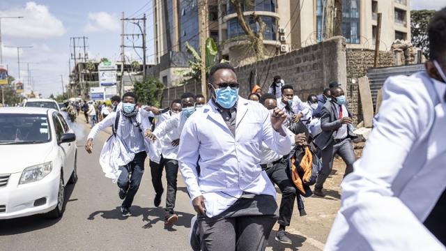 Protesta de universitarios en Kenia por aumento de matriculas
