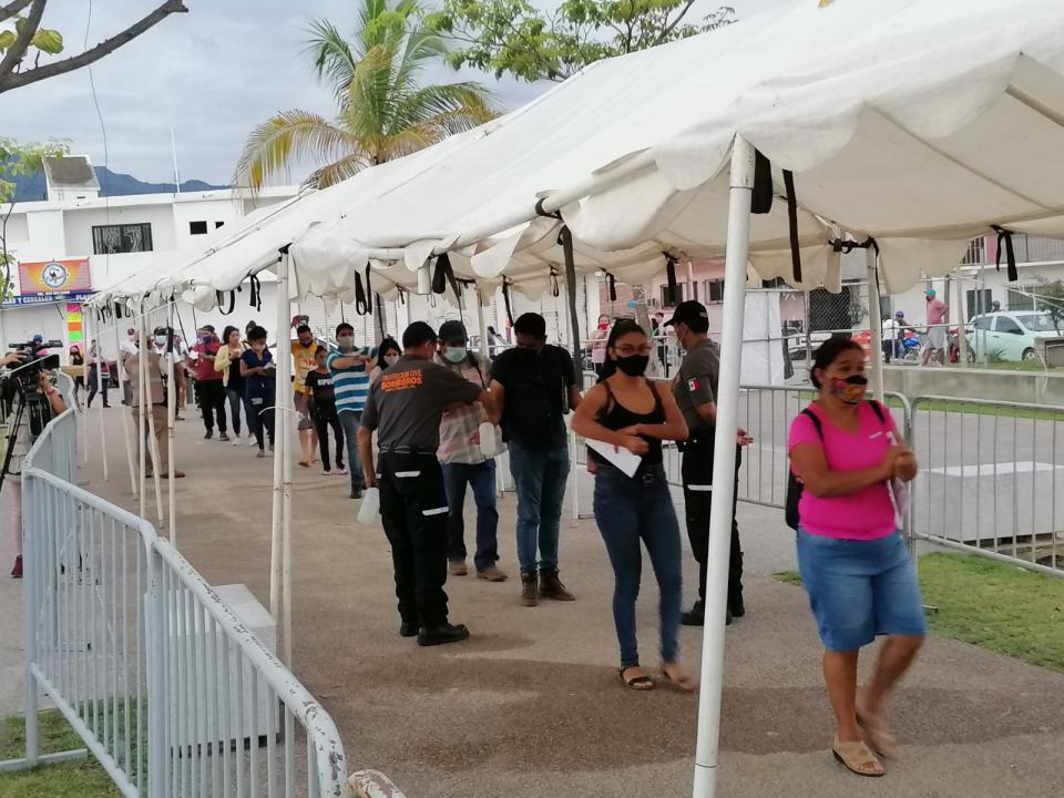 Quedan 6 mil vacunas para último día en La Lija