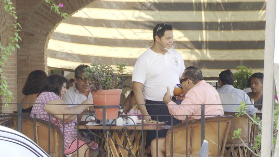 Restaurantes en Puerto Vallarta lamentan botonazo