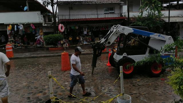Seapal repara Socavón en el Centro de Vallarta