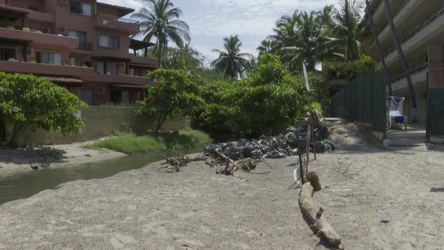 Servicios públicos municipales olvida basura junto a hoteles