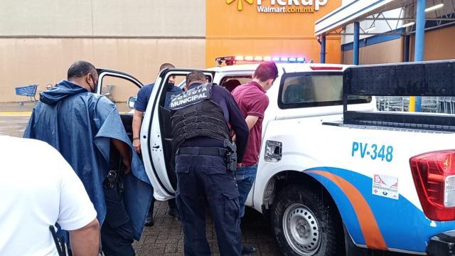 Tras persecución y choque detienen a taxista