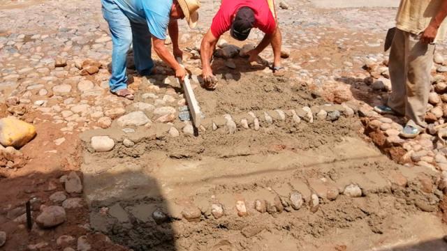 Después de 2 semanas Ayuntamiento repara baches de El Pitillal