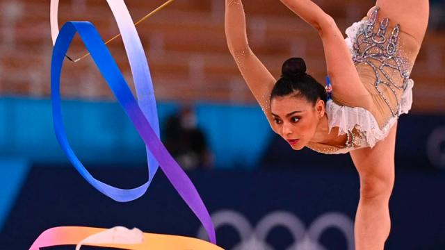 "La gimnasta Rut Castillo presenta rutina al ritmo de ""El Triste"""