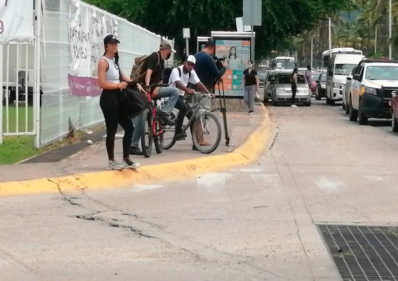 Caos vial por obra de mantenimiento en la avenida de ingreso