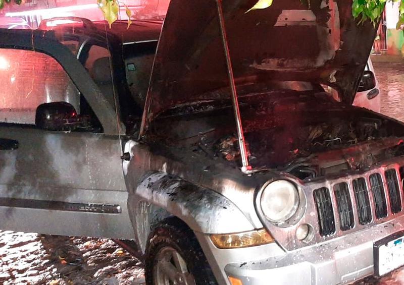 Se incendia camioneta en Avenida Las Américas