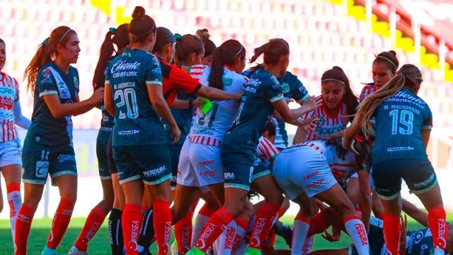 Fuerte bronca se presentó en el Necaxa-Puebla femenil