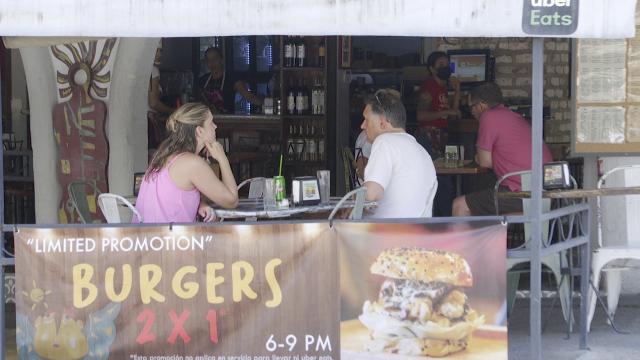 A medias cumplen restaurantes protocolos de sanidad