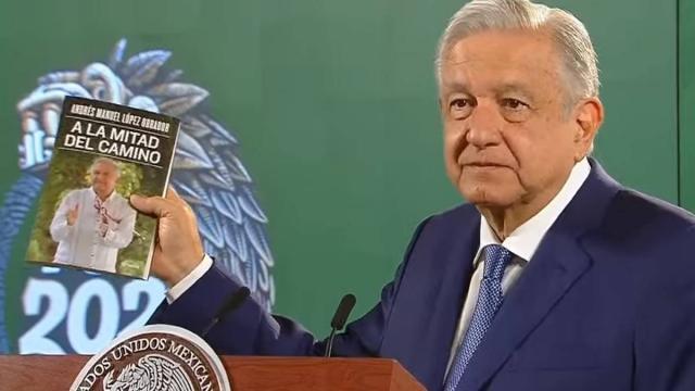 AMLO publica en libro carta de Cienfuegos
