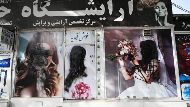 Prohibiciones a mujeres afganas