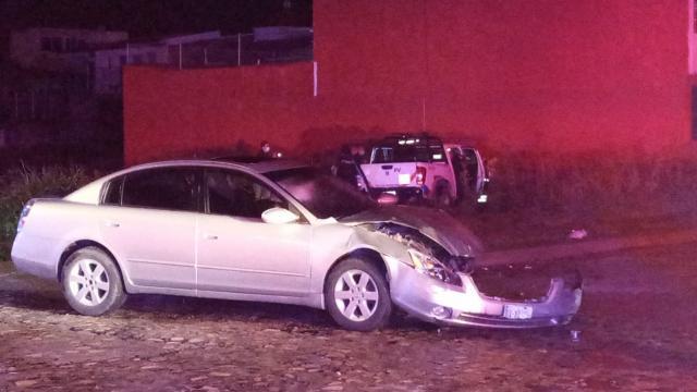 Choque en Fluvial Vallarta deja dos policías heridos