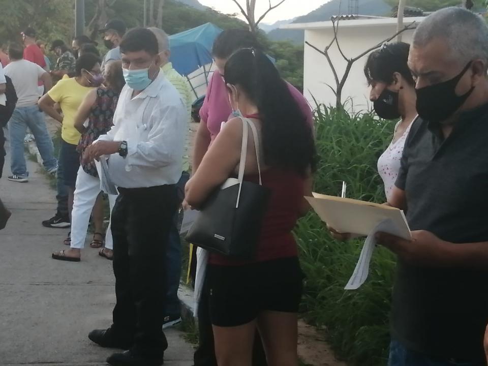 Confusión en La Lija por falta de documentos para vacunación