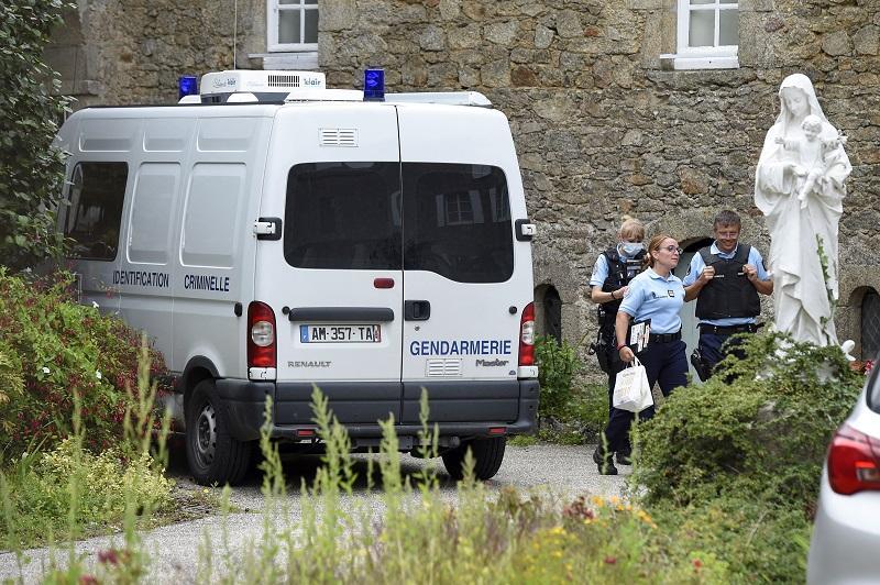 Cura asesinado en Francia