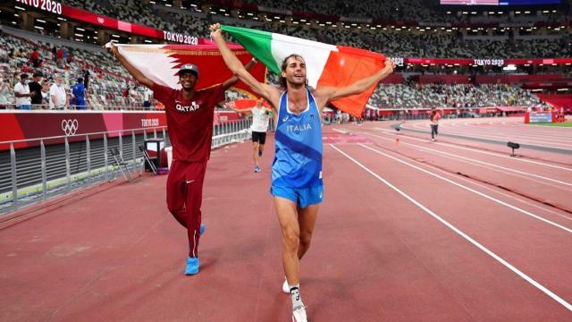 ¡Histórico! Dos atletas comparten medalla de oro