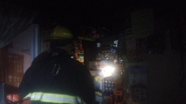 Incendio en tienda de abarrotes en Rincón del Puerto