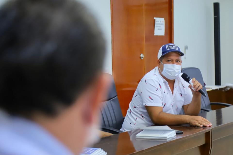 Jaime Cuevas se reúne con pescadores