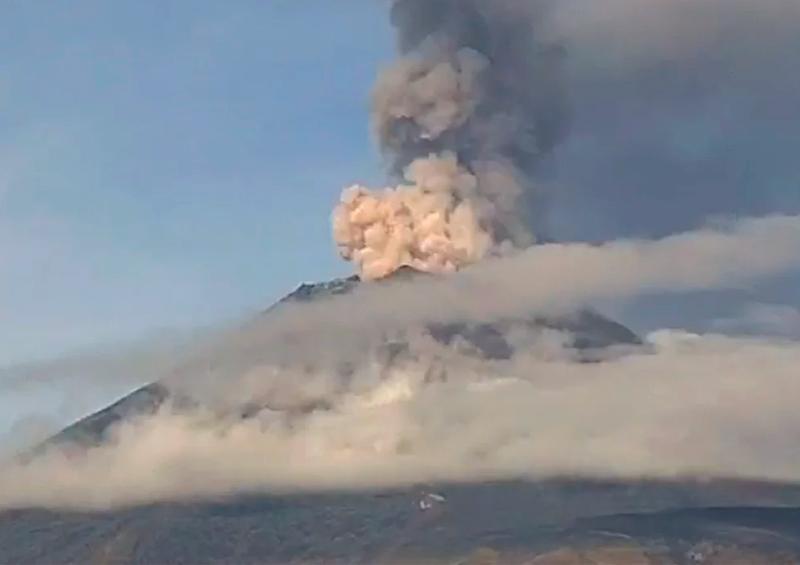 Popocatépetl registra explosión y acumula 128 exhalaciones
