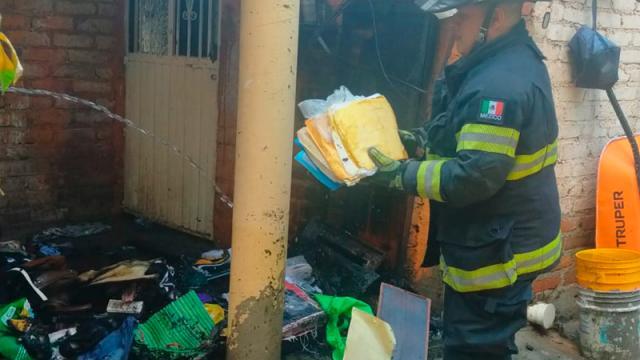 Veladora provoca incendio en domicilio
