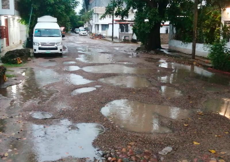 Solicitan vecinos de la colonia Aramara la reparación de la calle Tatewari