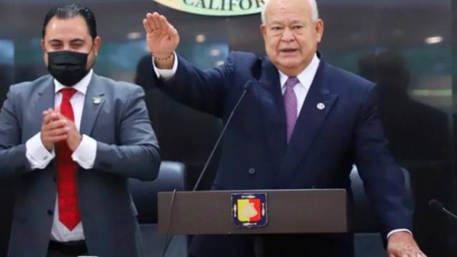 Víctor Castro Cosío toma protesta como gobernador de BCS