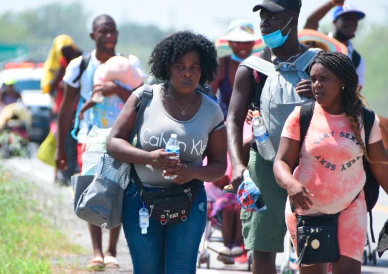 Caravana de haitianos reanudan su viaje rumbo a Texas