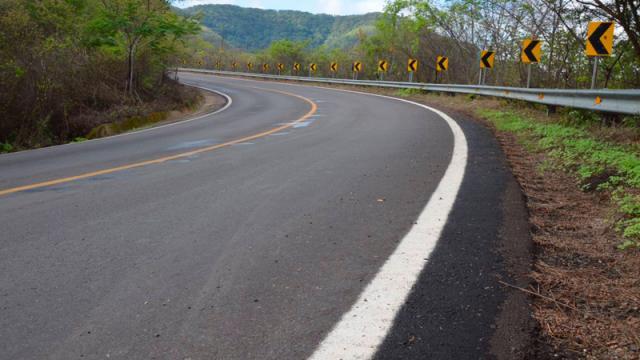 Cerrada la carretera Vallarta-Mascota por derrumbe