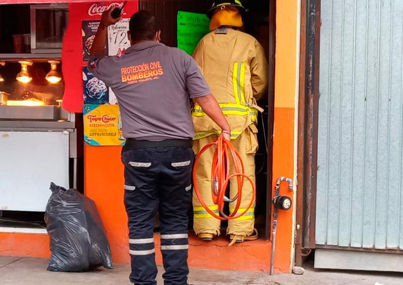 Hombre cae y se entierra dos varillas en taquería de El Pitillal