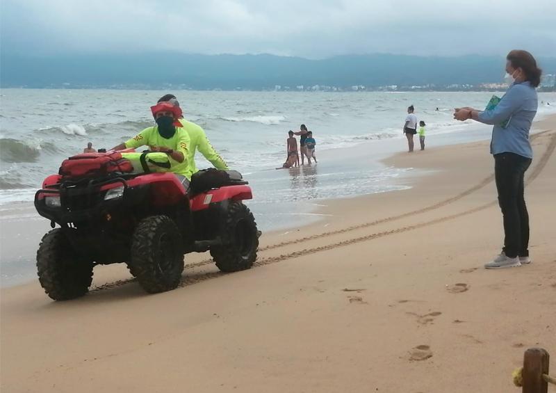 Mal tiempo no impide al turismo disfrutar de las playas