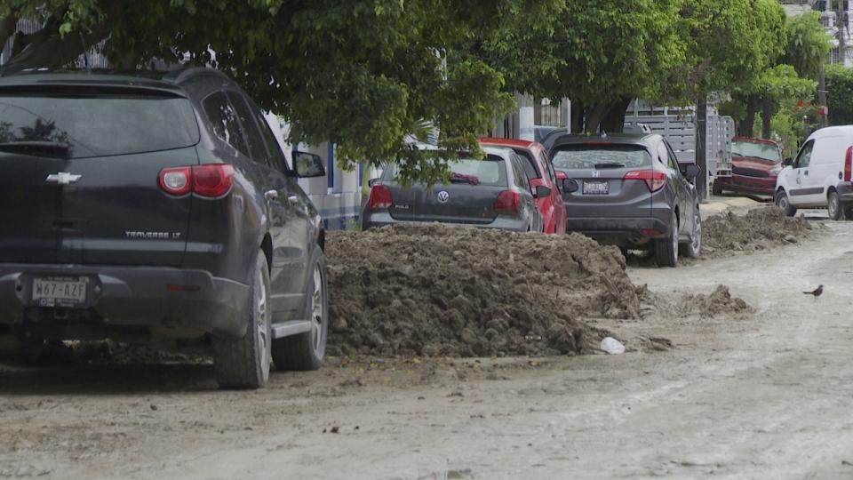 Piden limpieza en la calle María Montessori
