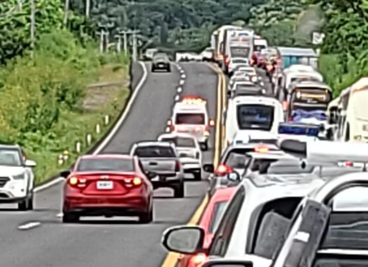Accidente provoca tráfico lento
