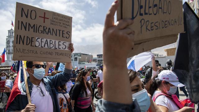 Protestan contra los migrantes en Chile