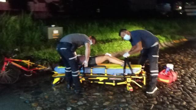 Ciclista es embestida por un vehículo en Fluvial Vallarta
