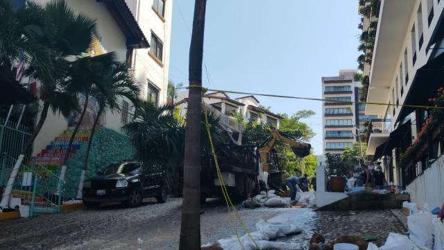 Constructora rompe tubería