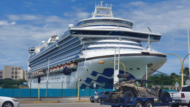 Crucero Crown Princess arribando a Vallarta
