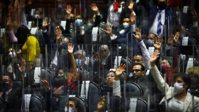 Diputados piden licencia y chapulinean