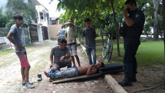 Hombre cae tres metros de altura en domicilio del Pitillal