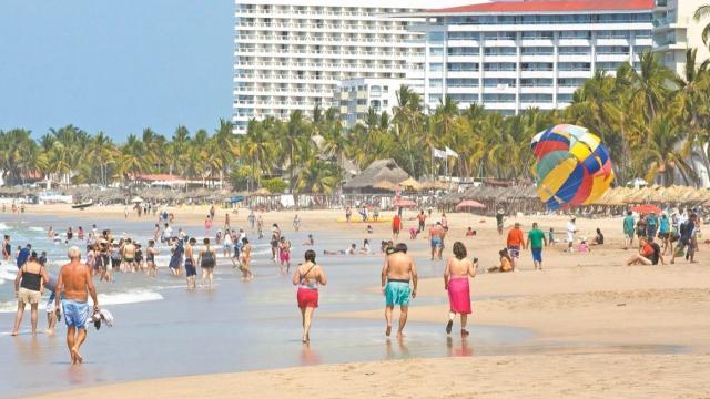 Los Cabos y Vallarta captaron 1.9 millones de turistas