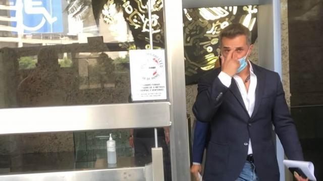 Sergio Mayer acude a revisar las denuncias en su contra.