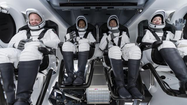 Primer tripulación de civiles en SpaceX