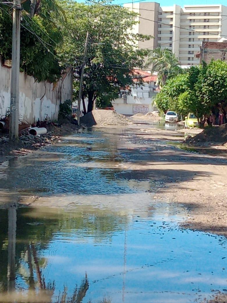 Vecinos denuncian aguas negras