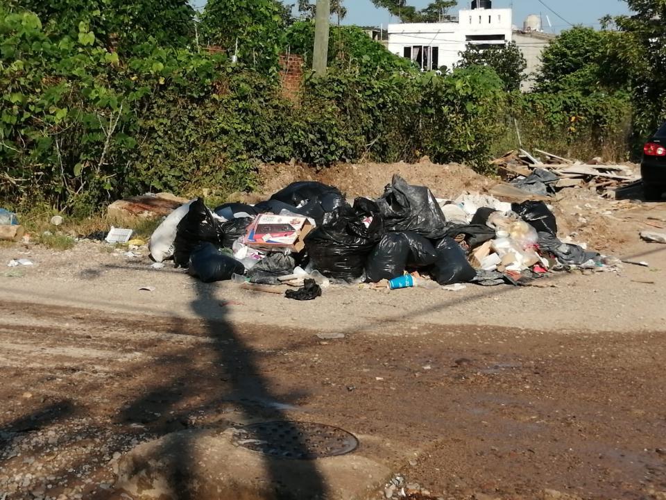 Lodazal y basura en Las Juntas