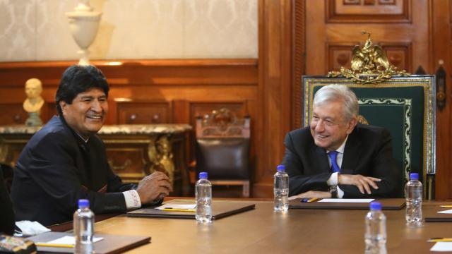 AMLO en reunión con el expresidente boliviano Evo Morales en el Palacio Nacional