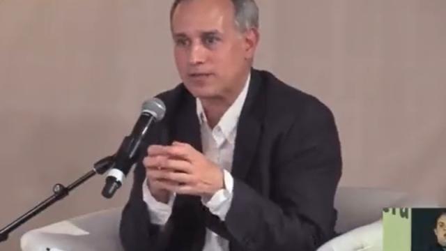 El subresecretario durante su participación en la Feria Internacional del Libro en el Zócalo